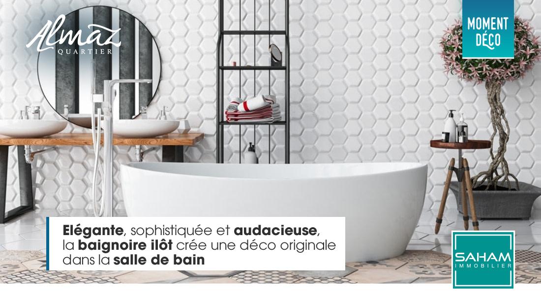 La baignoire ilôt crée une déco original dans la salle de bain